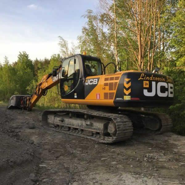 JCB-220 kaivuri niin pieniin kuin vähän suurempiin urakoihin